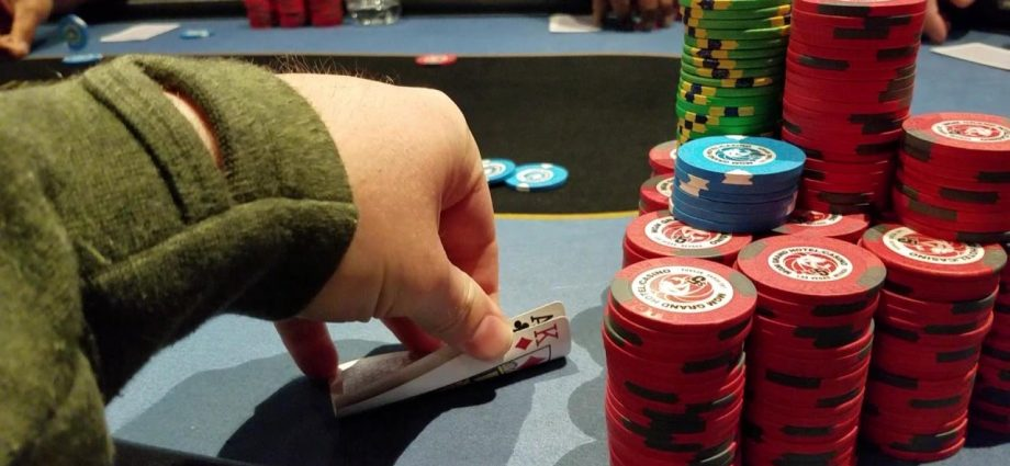 Top Tips To Pick The Ideal Internet Poker Website - Betting
