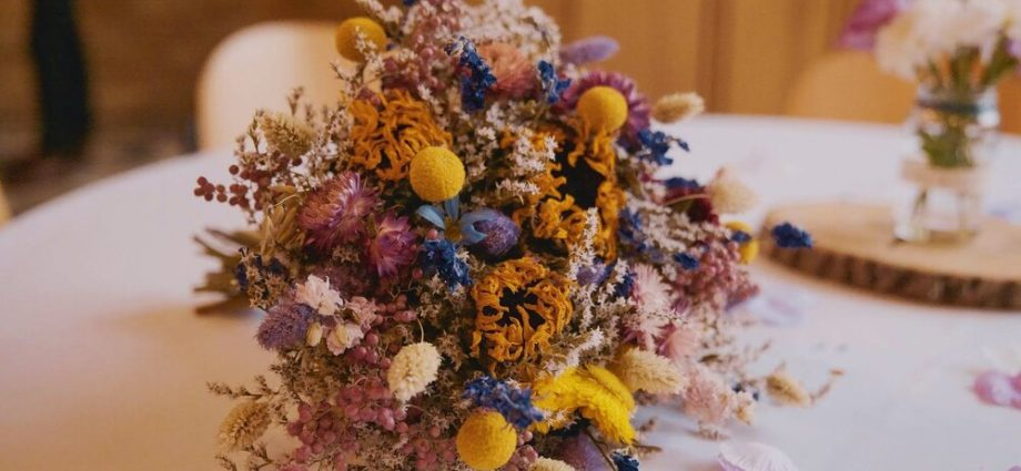 5 steps that will help you DIY an artificial Flower Crown