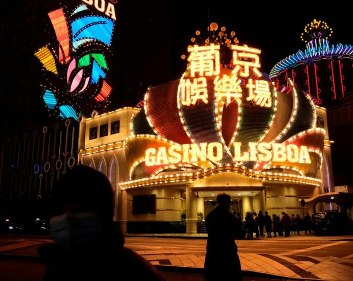 Louisiana Casino Reopening Delayed, Device Cap Questioned