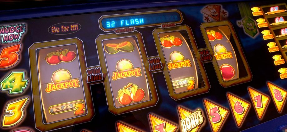 Three Inspirational Quotes About Online Casino
